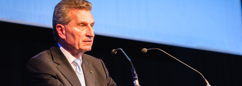 European automotive industry and Commissioner Oettinger jointly call for more research and innovation in the field connected road transport